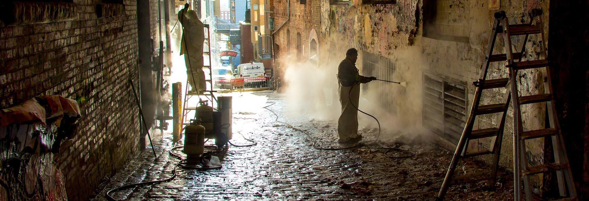 rimozione graffiti - pulizia muri - imbiancatura - impresa di pulizie saronno
